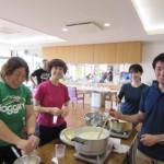 香川県の五色台通所リハビリの皆様より、千羽鶴と讃岐うどん等の特産品をいただきました